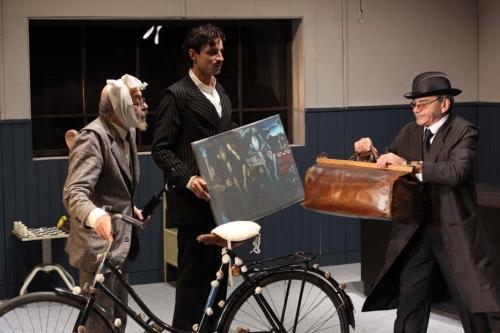 Тодор Близнаков (Фройд), Благовест Благоев (Дали) и Веселин Цанев (Яхуда) в сцена  от спектакъла