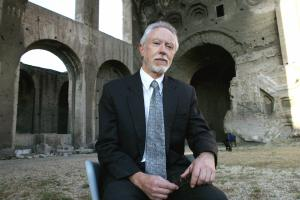 ROME, ITALY:  South-African writer John M.Coetzee, Nobel Price for literature, poses for photographers in Rome, 22 June 2004 during a literature festival. AFP PHOTO/ Tiziana FABI  (Photo credit should read TIZIANA FABI/AFP/Getty Images)